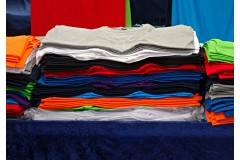 Co zyskują firmy, wybierając odzież z logo?